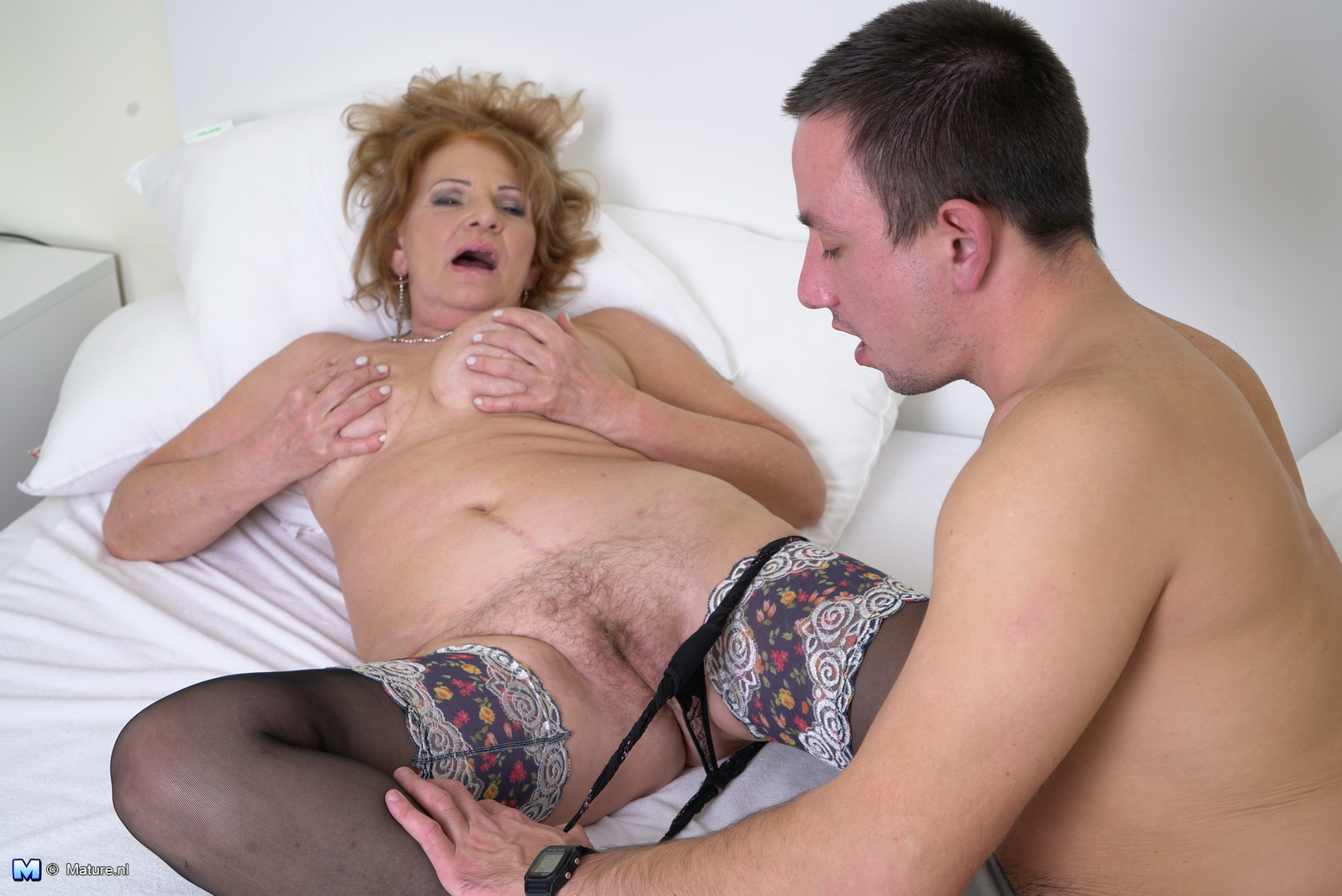 Hot hairy mature lady !