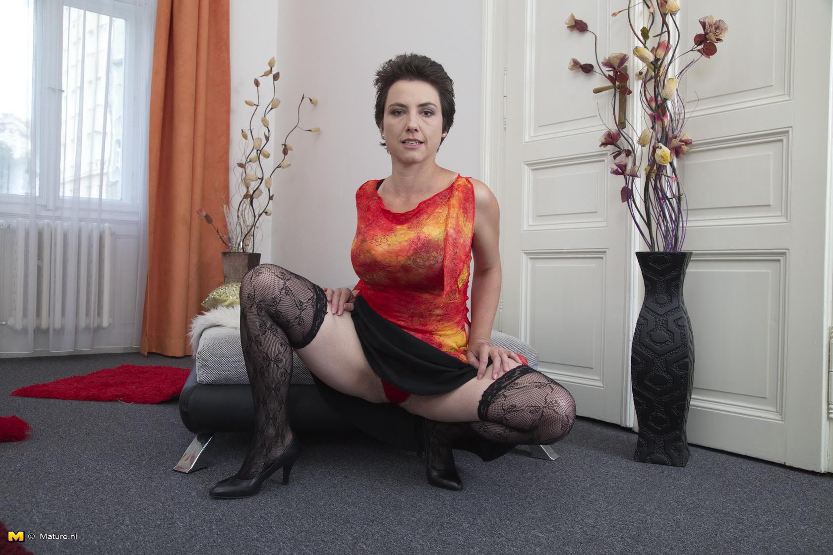 Nonporn naked older women pics