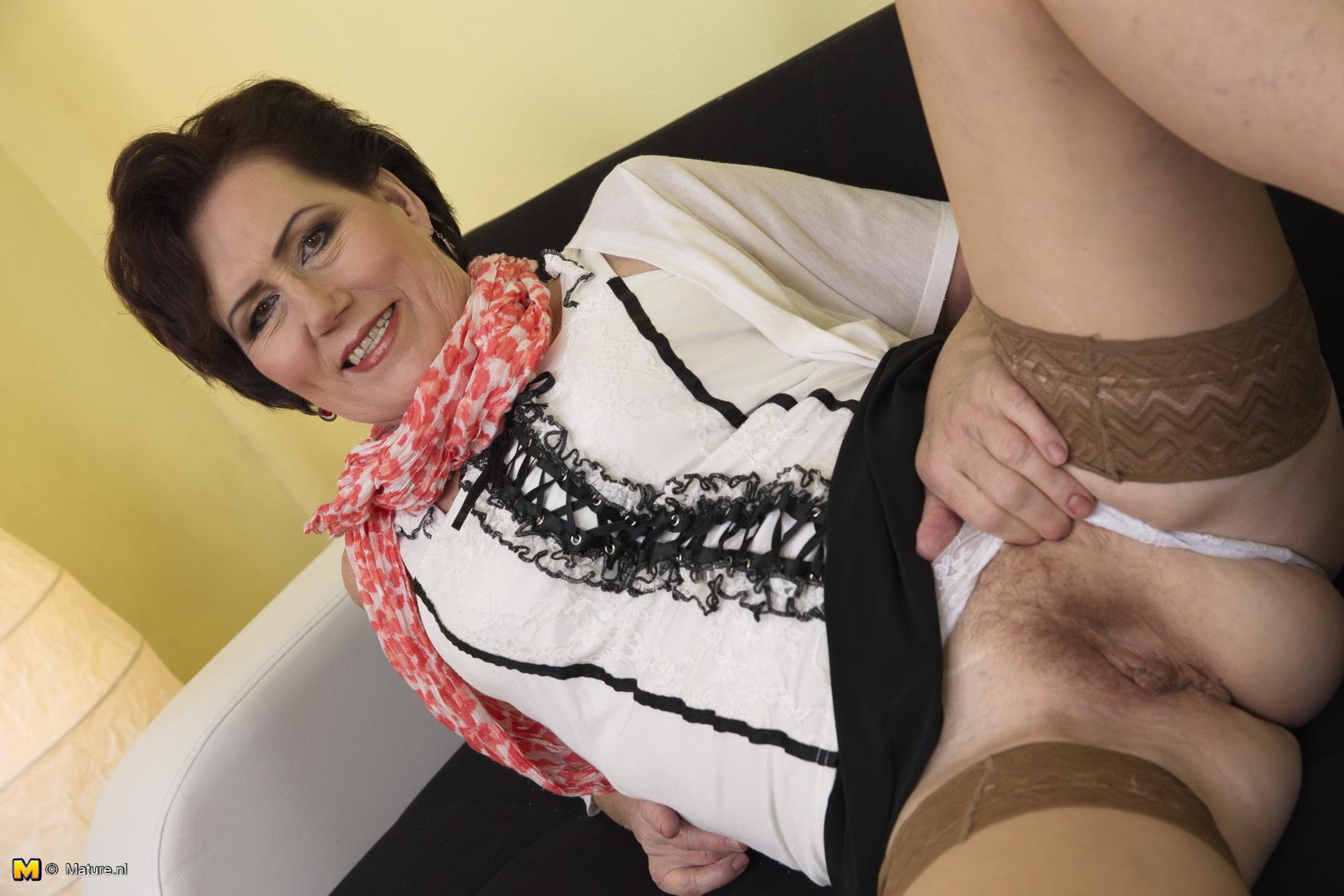 Housewife hairy pussy masturbation