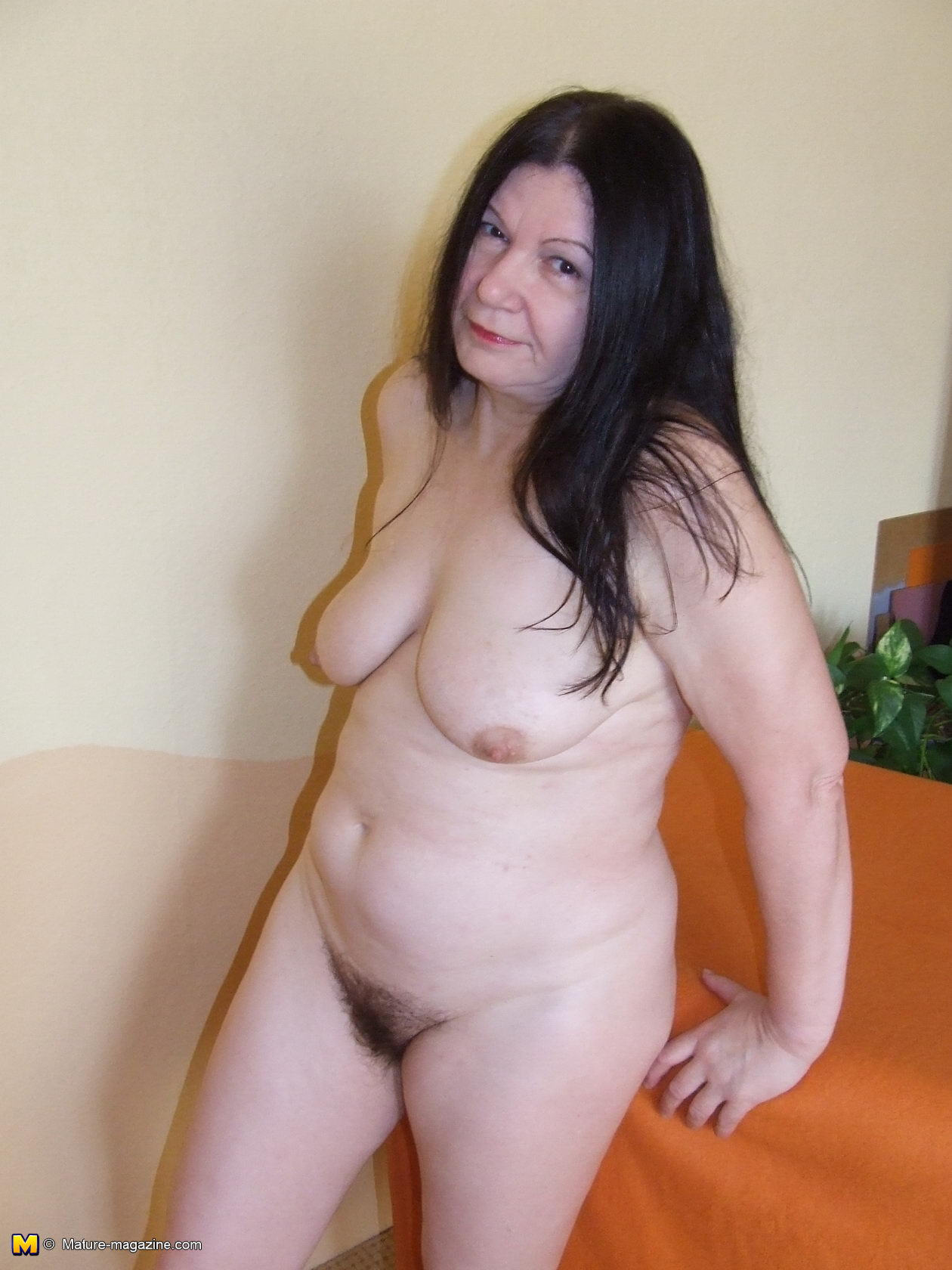 Older mature women hairy pussy images naked