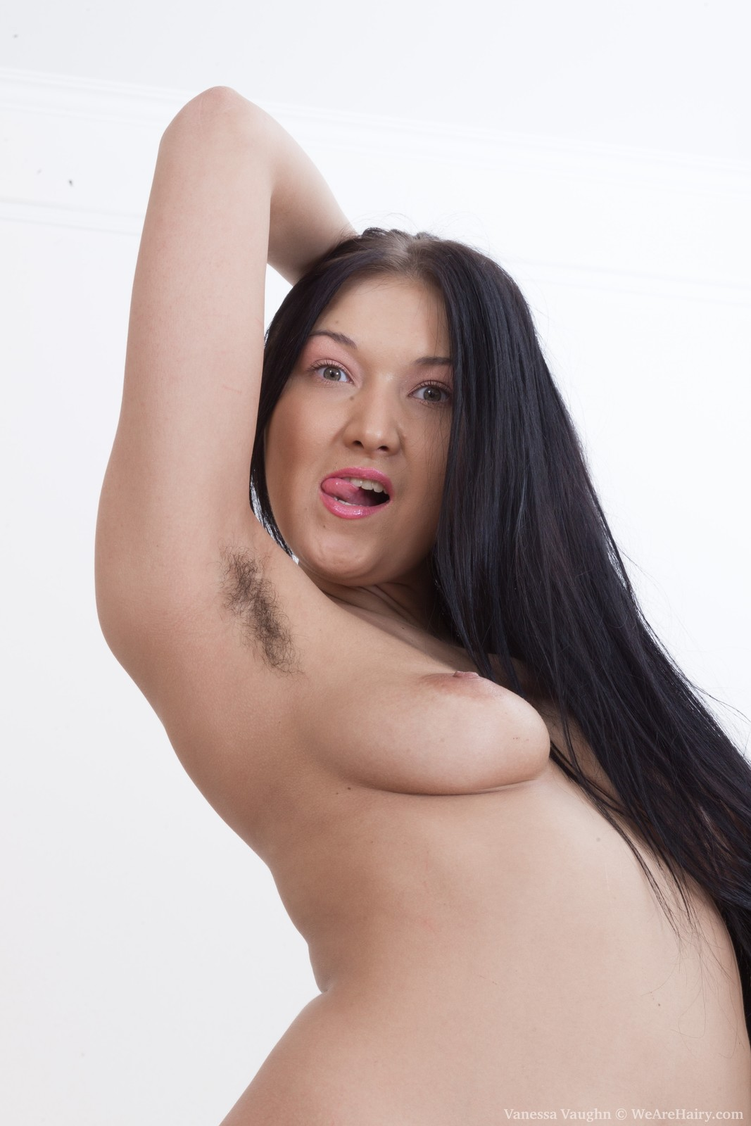Wearehairy Vanessa Is Getting Ready To Play